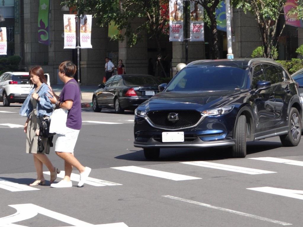 車輛未禮讓行人過馬路 最高可罰3,600元