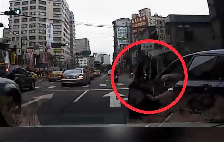 危險駕駛示意圖